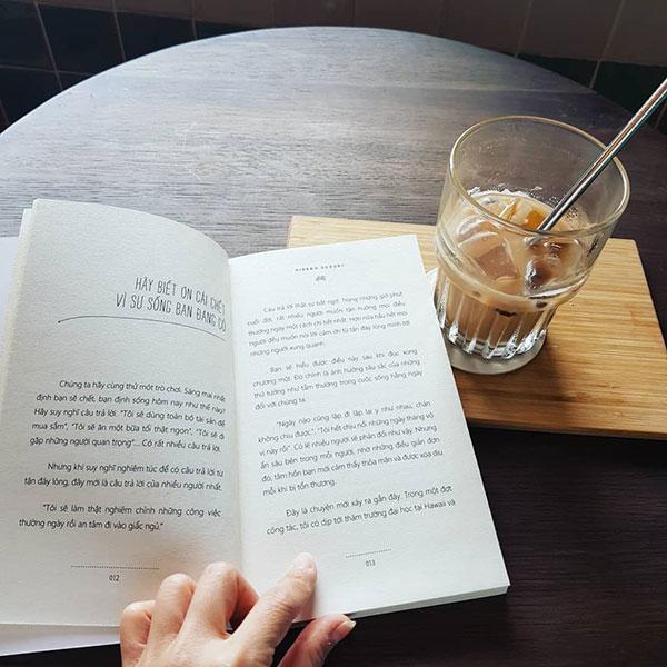 Review sách Rồi một ngày cuộc sống hoá hư vô