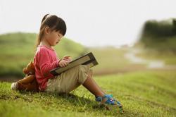 Lợi ích từ việc đọc sách, và cách để giúp trẻ em thích đọc sách